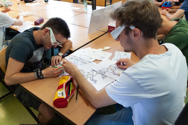 Foto von SchülerInnen beim Arbeiten
